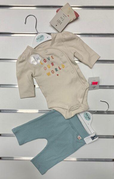 Komplekts jaundzimušajiem/First size/Garroku body+bikses/Love our World/Bēša augša ar gaiši zaļām biksēm.