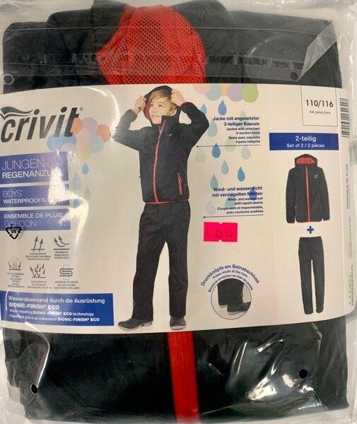 Lietus jaka+bikses zēniem 110-116cm/Melna jaka ar sarkanu rāvēju+melnas bikses.