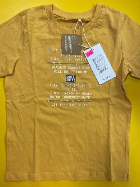 Īsroku krekls 7-8 gadi/122-128cm/Gaiši brūns ar baltiem uzrakstiem.